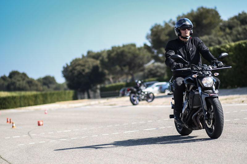 les meilleurs nageurs passent le permis moto avec easymonneret. Black Bedroom Furniture Sets. Home Design Ideas