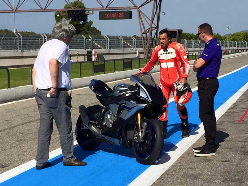 Essai de la Yamaha R1M avec Philippe Monneret au Circuit Paul Ricard OFFICIEL